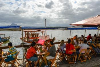 Moqueca capixaba: restaurantes da Ilha das Caieiras prorrogam semana de desconto