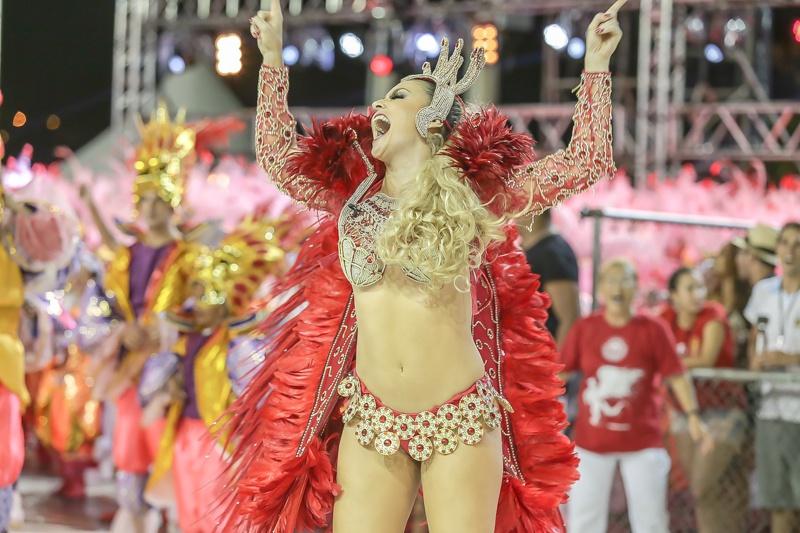 Mucane debate samba e Carnaval