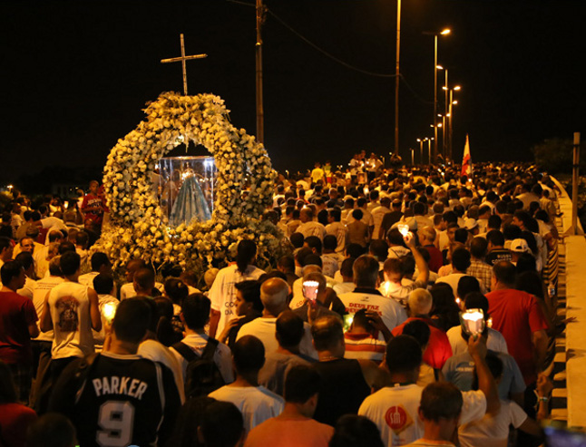 Milhares caminham entre a Catedral de Vitória e o Convento da Penha