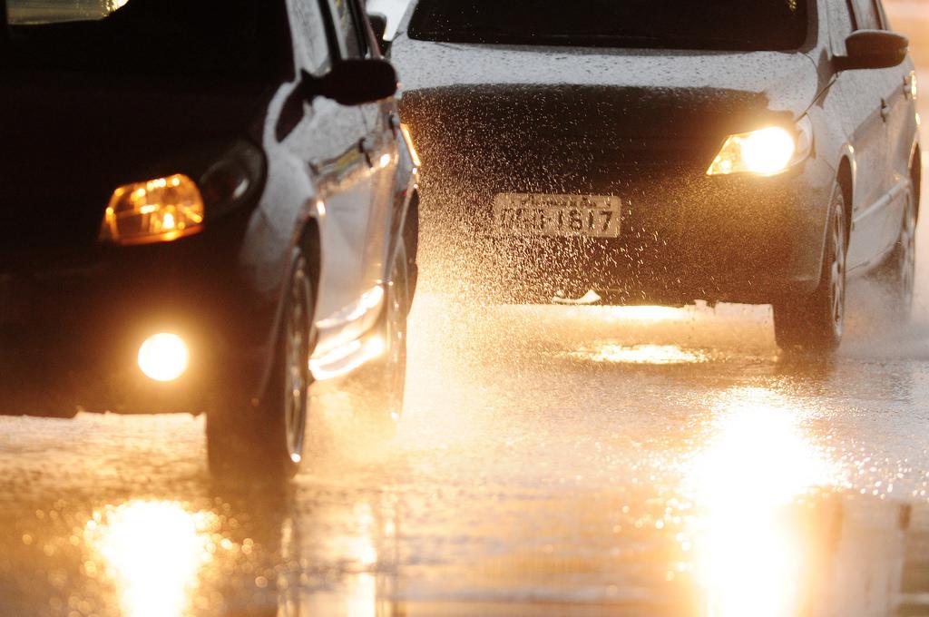 Detran-ES orienta os condutores sobre direção segura na chuva