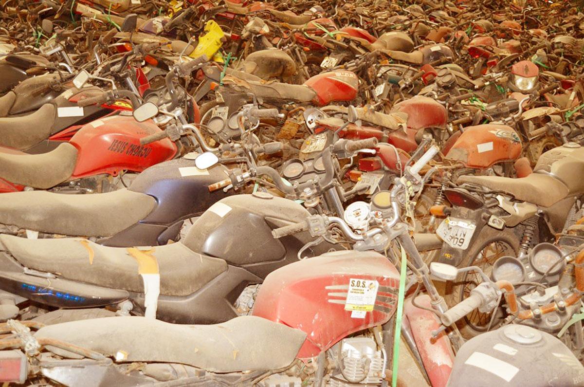 Detran leiloa mais de 20 mil veículos sucateados