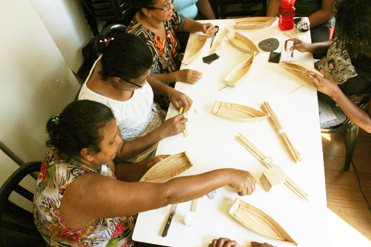 Oficina produz peças que resgatam identidade capixaba no Museu do Pescador