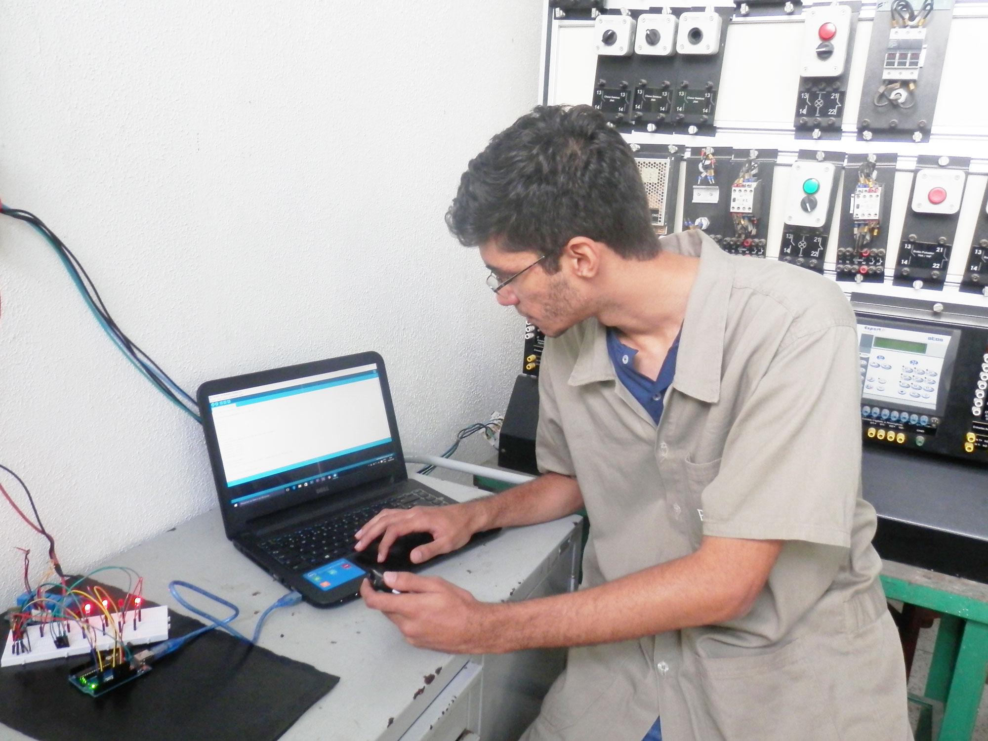Pronatec: mais de 700 vagas abertas para cursos técnicos