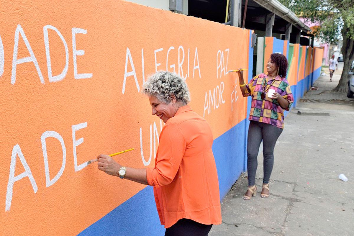 Boa Idéia: escola cria muro dos desejos para um bairro melhor
