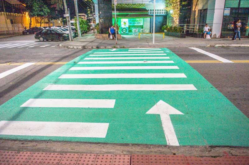 Faixas iluminadas garantem mais segurança para travessia dos pedestres