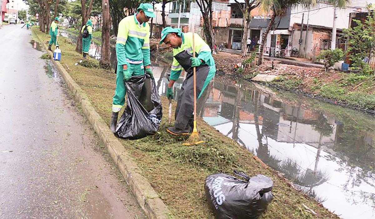 Vila Velha realiza limpeza de canais e serviços de manutenção da cidade