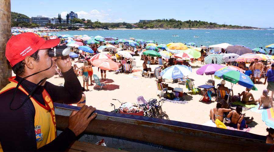Praia: Como aproveitar o banho de mar com segurança
