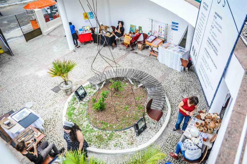 Feira coletiva de arte e shows movimentam Casa Porto