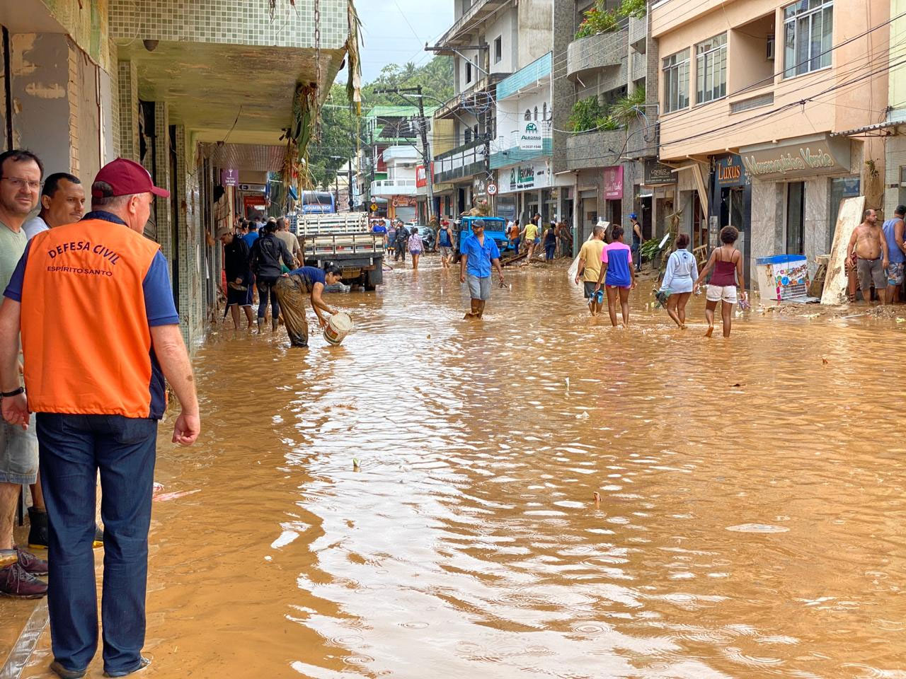 Chuva causa destruição e mortes no Espírito Santo